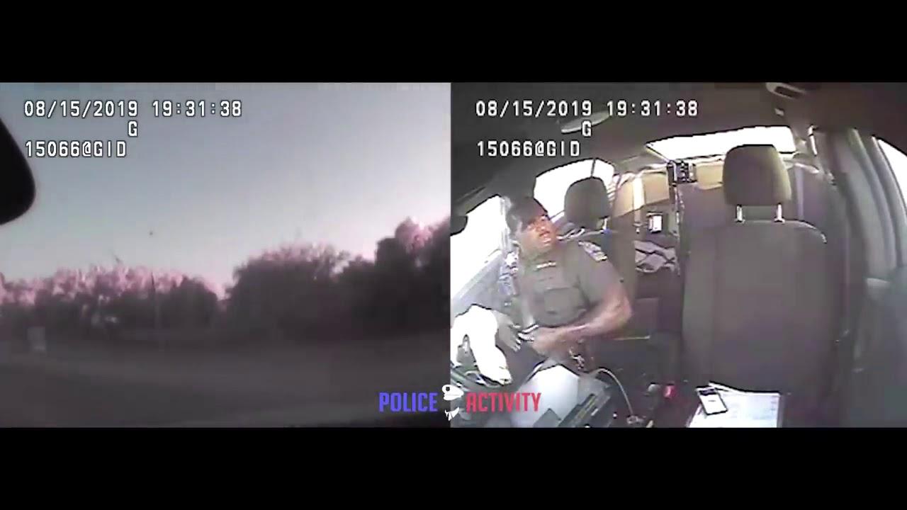 美國警察公務車SUV遭撞擊瞬間